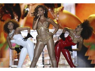 us-singer-beyonce-performs-during-a-concert-in-the-queens-park-savannah-in-port-of-spain-01$304x228