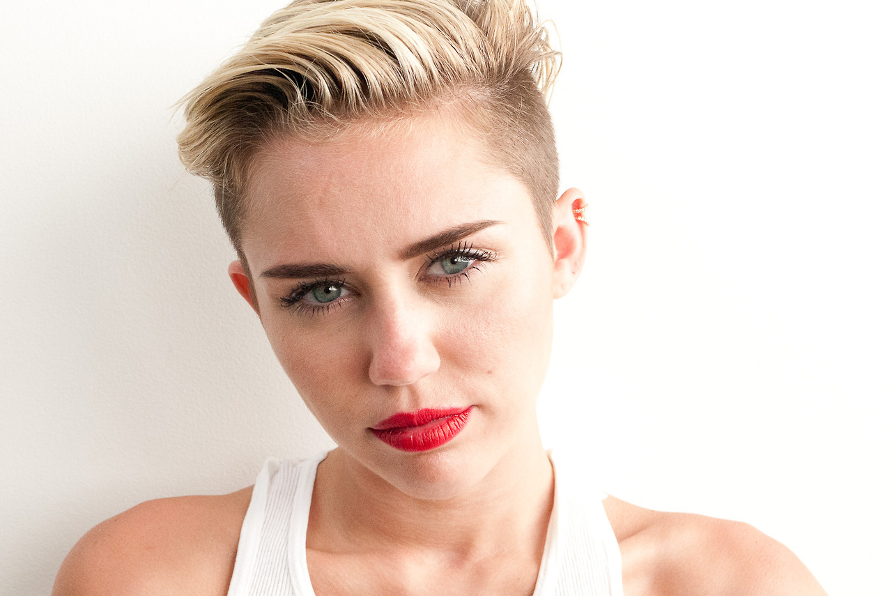 Miley-Cyrus-Photoshoot-by-Terry-Richardson-September-2013-3