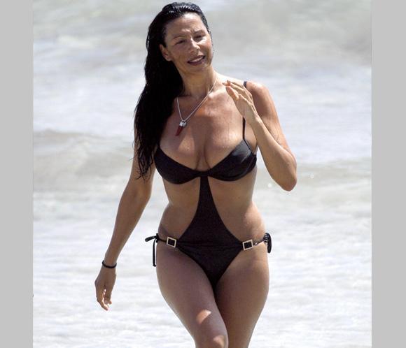 Toñi en una playa de Honduras. O de Estepona.