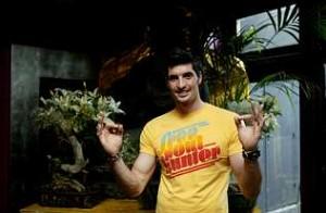 Felipe, abrahomer, hace el gesto de su ídolo.