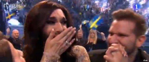 Conchita Wurst llorando