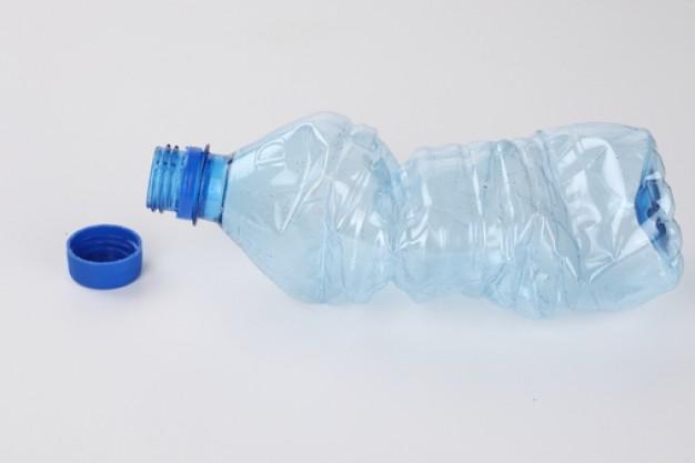 objetos--botella-de-plastico-de-bebidas--de-plastico_3298222
