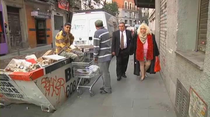 Mónica y su marido por las bellas calles de Madrid.