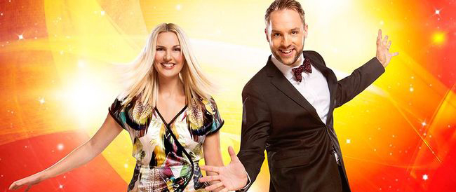 Sanna Nielsen y Robin Paulsson, presentadores del Melodifestivalen 2015
