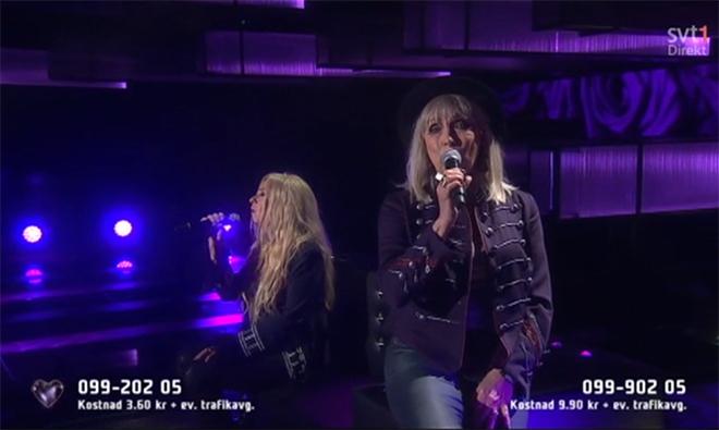 El corazón, tan muerto como estas dos señoras cantando