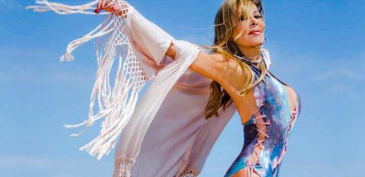 Ana-Obregon-bienvenida-verano-tradicional_MDSIMA20150627_0037_9